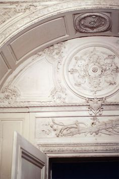 . arch, front entrances, marie antoinette, ornament, white, door, hous, beauty girls, cherry blossoms