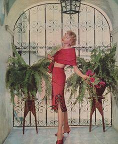 Brava Van Raalte!    Brava the mosaic-bordered petticoat!