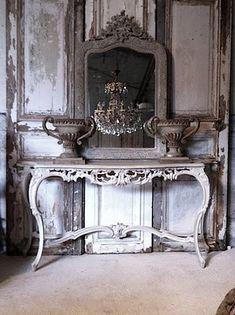 So eerie ilike!french furniture | fabuloushomeblog.comfabuloushomeblog.com