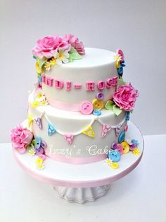 cakesdecor:Roses, buttons and bunting for Indi-Rose