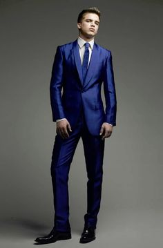 Definite emphasis on the blue in this tux...  I like it!  It's a statement of revolution from the norm.