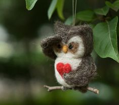 felted owl - this would be a super cute ornament!
