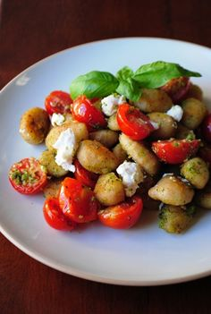Gnocci with pesto and goat cheese