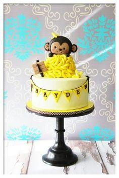 Lol....to cute...Monkey cake.