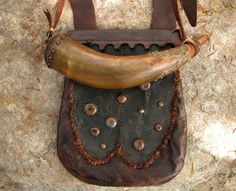 Ken Scott Hunting Pouch with Horn - FRONT