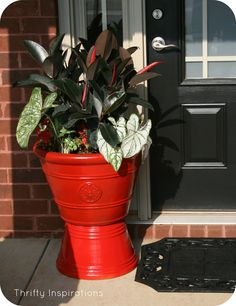DIY front door planters using red gloss spray paint