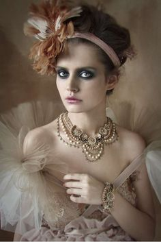 vintage beauty, pearl, eye makeup, fashion editorials, jewelry collection