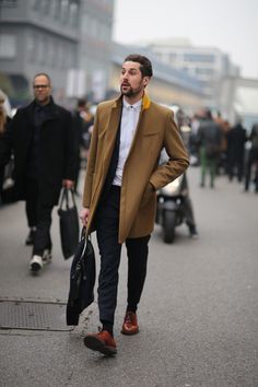 Classic coat and contrasting shoes.