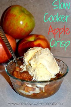 Slow Cooker Apple Crisp Recipe - A Slow Cooker Dessert Recipe....this was delicious!  And as a bonus (do you really need a bonus?) the house smelled so good! :)
