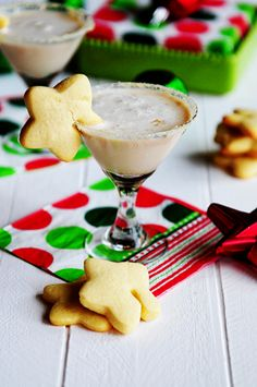 A Simple Holiday Cocktail Hour (Recipe: Cookies and Cream Cocktail)