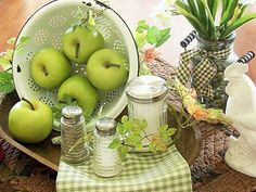 love the green apples with the white..  picketsplace.blog...