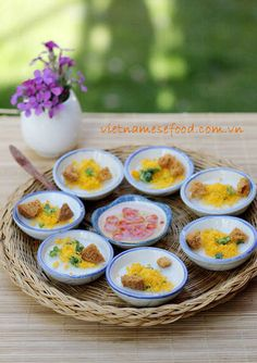 Vegetarian Steamed Rice Cakes in Small Bowls Recipe (Bánh Bèo Chén Chay) from http://www.vietnamesefood.com.vn/vietnamese-recipes/vietnamese-recipes-vegetarian/vegetarian-steamed-rice-cakes-in-small-bowls-recipe-banh-beo-chen-chay.html
