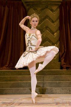 """Elisha Willis in """"Raymonda"""" (Birmingham Royal Ballet). Photo: Bill Cooper"""