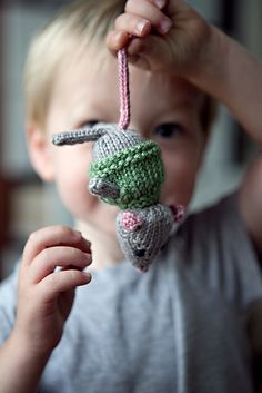 Free mouse knitting pattern.