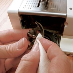 sewing machines, dogs, cleanses, hooks, sew machin, dots, cleaning tips, sewingmachin mainten, prevent sewingmachin