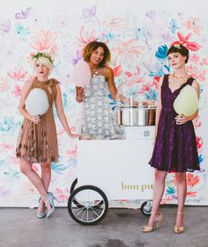 Who doesn't <3 a unique wedding treat?! Bon Puf has the most adorable cotton candy cart!