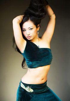 We made green velvet dress. She is Japanese belly dancer Mami.