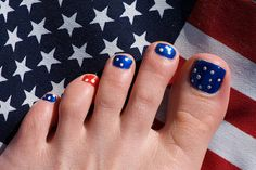 Cute Memorial Day, 4th of July, patriotic pedicure.  Clever and easy.