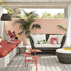 Love the potted palms on the patio