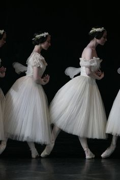 Paris Opera Ballet in Giselle.© Sebastien Mathé. (Click image for larger version) ❤❦♪♫