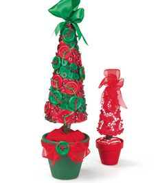 Love these red and green button Christmas trees! #fabulouslyfestive