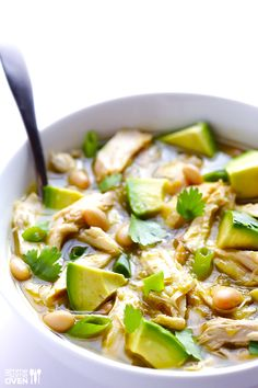 5-Ingredient Easy White Chicken Chili | gimmesomeoven.com #soup