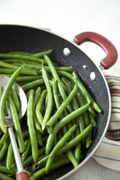 Paula Dean Honey Balsamic Green Beans.  16 ounces green beans 1 tablespoon olive oil 1 clove garlic, minced 1 tablespoon balsamic vinegar 1 teaspoon honey 1 teaspoon onion powder Salt and freshly cracked black pepper