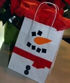 Super Simple Snowman Gift Bag~ All you need is a plain white bag, some scrap paper, paper punches (or scissors) and a few buttons.