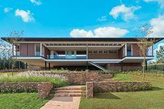 A beleza dos traços retos na arquitetura moderna.