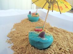 It's Shark Week! Celebrate with these Jaws-inspired cake pops! Free cake pop tutorial on Craftsy