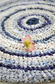 BlueSwirl - Handmade round crochet rug in blue and white - One of a kind