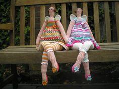 gratis patroon van deze gehaakte Tilda's op www.ingescreaties.blogspot.com