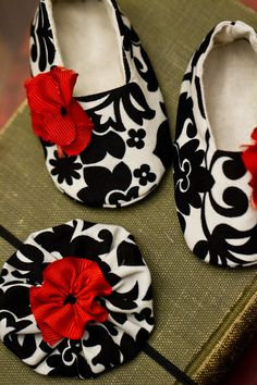 Baby+Shoes+Baby+Booties+Baby+Girl+Shoes++by+HomemadeByAnntonette,+$20.00