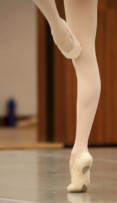 So beautiful! ♥ Wonderful! www.thewonderfulworldofdance.com #ballet #dance