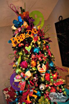 Christmas tree decorations for a kids tree! Fun and bright colors! #christmastre #christmasdecorations