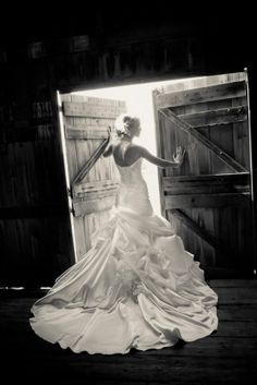 Perfect wedding dressses, wedding pics, bridal photography, barn doors, country weddings, barn weddings, the dress, wedding photos, bride