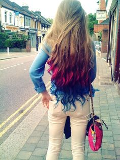 Hot pink and blue ombre long wavy / curly hair. My next colors!!!