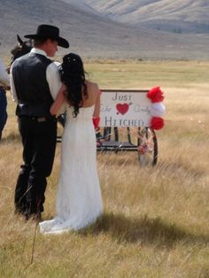 cowboy wedding @Megan Ward Moore & @Rachel Jennings ahh this reminds me of the horse and just married! cute idea!