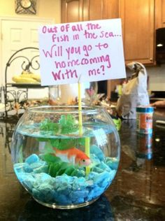 Would love if a guy would ask me to homecoming with a smart idea like this <3