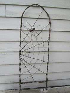 wire garden, garden decor, idea, spider webs, garden trellis, gardens, barbed wire, barb wire, halloween