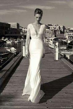 Vestido de novia con escote en pico
