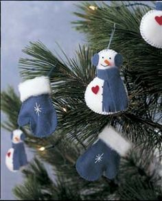 Christmas Felt Tree Ornaments (mittens and snowmen): http://www.save-on-crafts.com/feltornaments.html