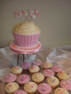 Giant cup cake & cupcakes