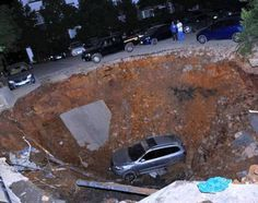 Huge Sinkhole Swallows up Six Cars in Guiyang China!