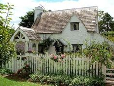 sweet cottage...I could live here