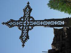 Cross in New Roads