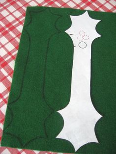 Felt Holly Napkin Ri