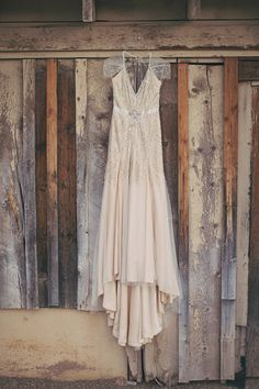 blush Jenny Packham gown - photo by Alixann Loosle - http://ruffledblog.com/blush-and-gold-utah-wedding/