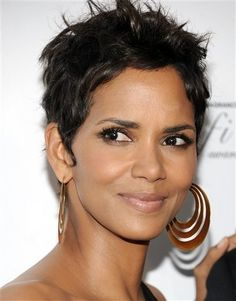 Halle Berry's Oscar acceptance speech honoring previous black actresses is one of my favorite Academy Award moments. Hall Berri, Halleberri Short, Short Hairstyles, Berri Wa, Beauti Peopl, Shorts, Halle Berry, Wa Passion, Berries