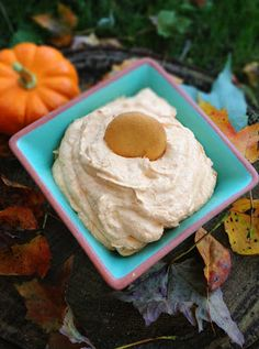 Whipped Pumpkin Dip Recipe. Ingredients 1 (8oz) container of cool whip 1 (15oz) can pumpkin 1 (1.34oz) package instant vanilla pudding A pinch of cinnamon, nutmeg, ginger and allspice Serve with: vanilla wafers, sliced apples or graham crackers. Directions 1. Mix together pumpkin, vanilla pudding (just the powder) and spices. 2. Fold in whipped cream and serve